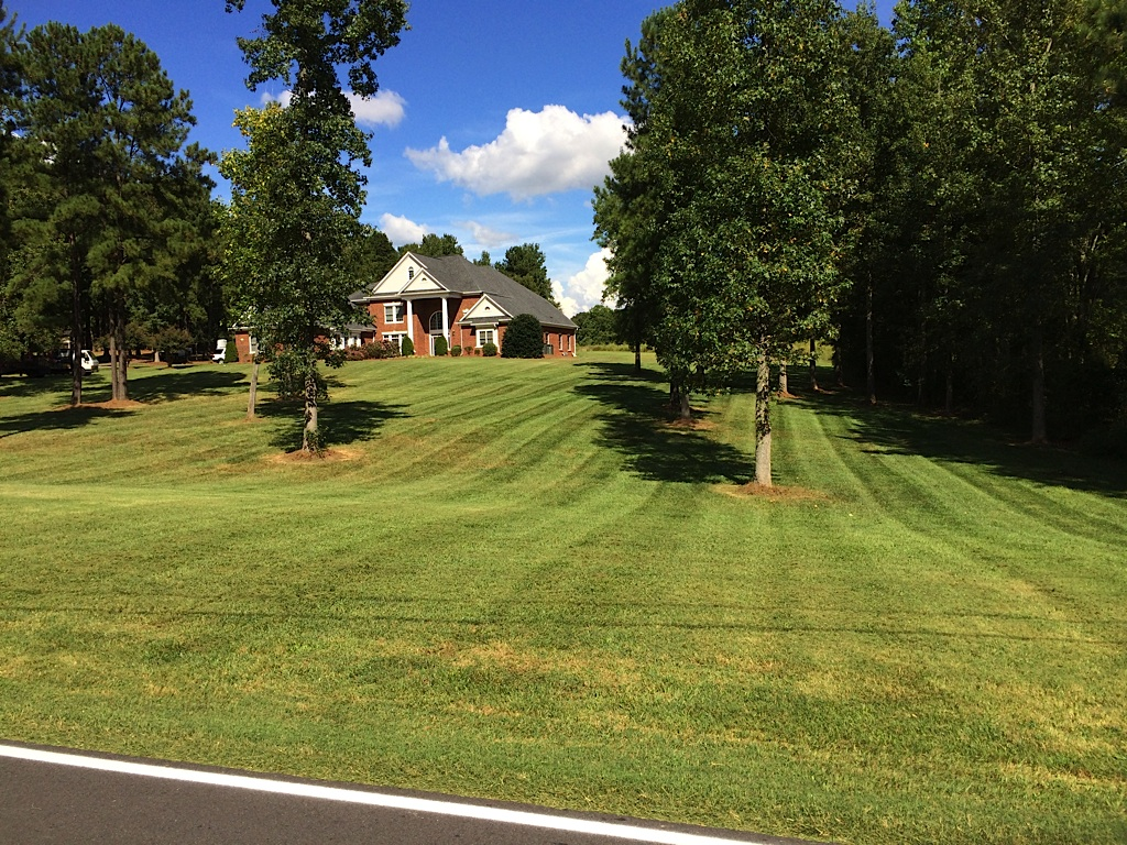 Lawn mowing and maintenance gastonia nc for Lawn care and maintenance